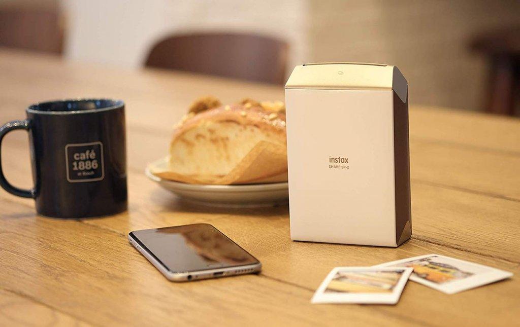 Fujifilm INSTAX Share SP-2 Mobilni pisač u kafiću